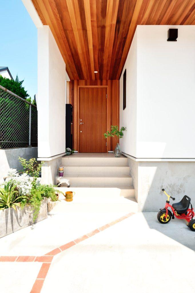 ゆったりとしたエントランスは家を豊かに魅せてくれます
